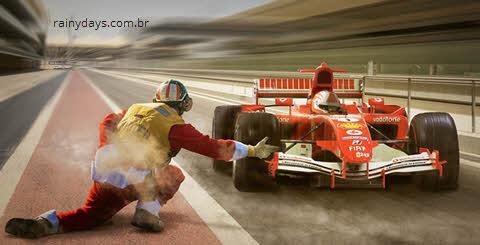 Carro de F1 passando no pitstop, assista corridas de Fórmula 1 ao vivo pela internet