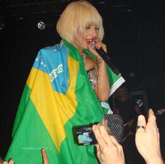 Lady Gaga e a bandeira do Brasil