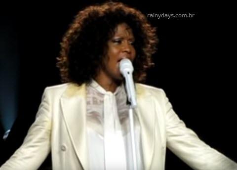 Whitney Houston não aguentou cantar em show