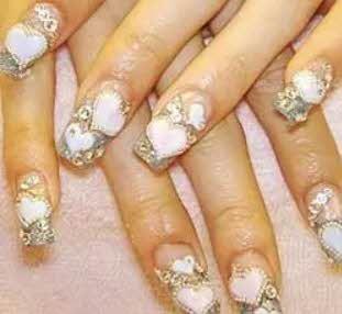 Famosas mostram suas unhas pintadas no Twitter Courtney Love