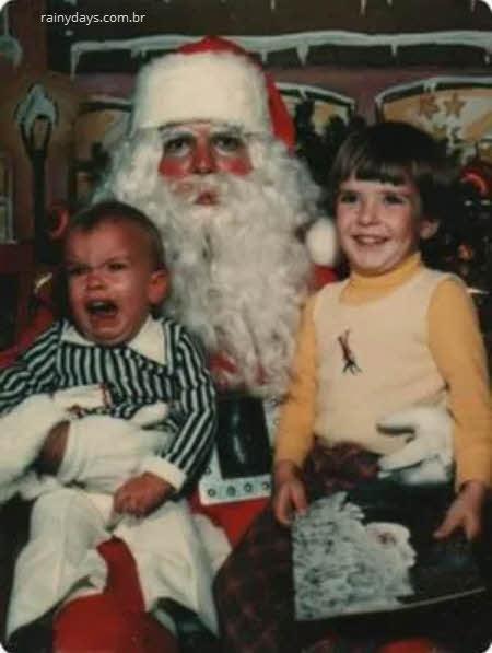 Crianças chorando com Papai Noel