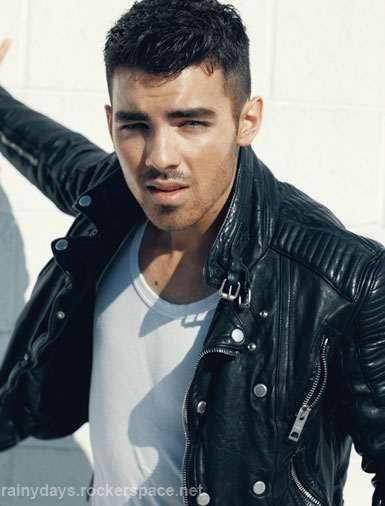 Joe Jonas sexy na capa da Details