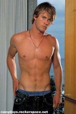 Chris Hemsworth gostoso sem camisa
