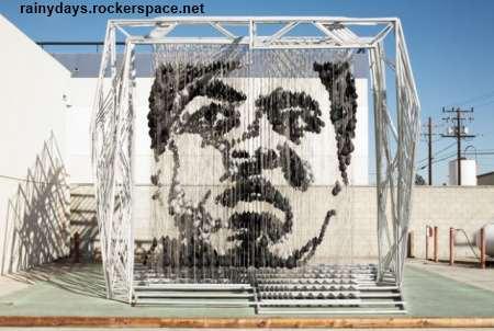 escultura do Muhammad Ali feita de sacos de pancada