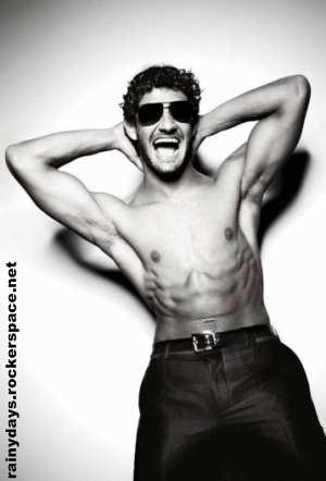 Pato Milan sem camisa para Dolce & Gabbana