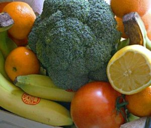 Água sanitária para limpar verduras, legumes, frutas