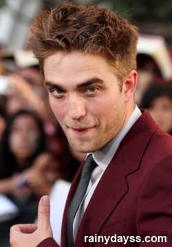 Robert Pattinson fazendo caras e bocas
