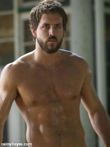 Ryan Reynolds tanquinho sem camisa