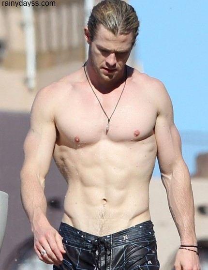 Chris Hemsworth tanquinho