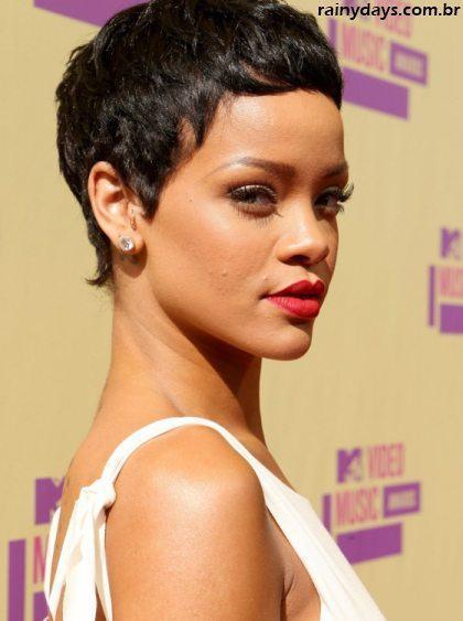 Rihanna de Cabelo Curtinho no VMA 2012