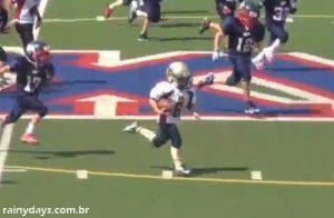Menina de 9 Anos Arrasa no Futebol Americano