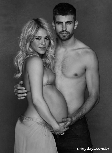Shakira mostra barriga com Gerard Pique
