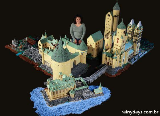 Mulher recria Hogwarts do Harry Potter com 400 mil LEGOs 1