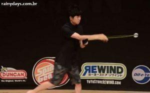 Akitoshi Tokubuchi Campeão Japonês de Ioiô (Manobras Incríveis)