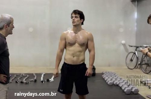 Henry Cavill Malhando sem camisa O Homem de Aço 1