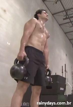 Henry Cavill Malhando para O Homem de Aço 2