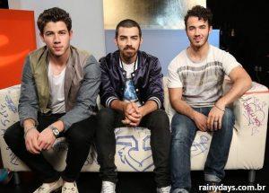 Jonas Brothers Respondem Perguntas de Fãs