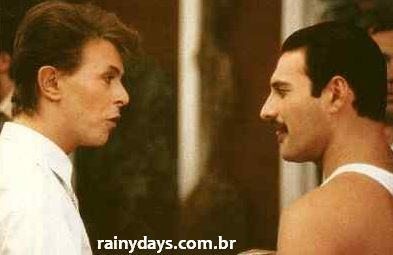 David Bowie e Freddy Mercury cantando Under Pressure A Capella