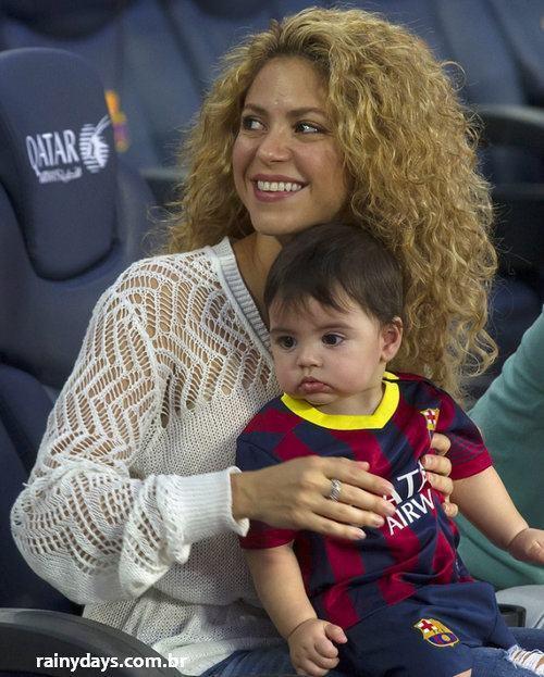 Shakira e Filho Milan Assistindo o Pai Jogar 2