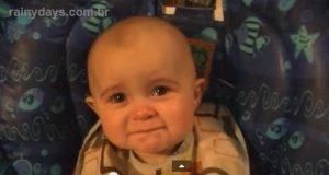 Bebê Se Emociona com Mãe Cantando
