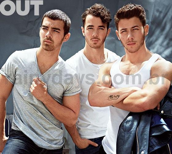 Nick Jonas Mostra os Músculos 1