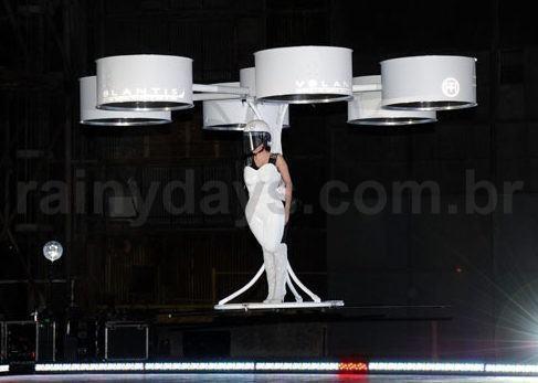 Lady Gaga de Vestido Voador