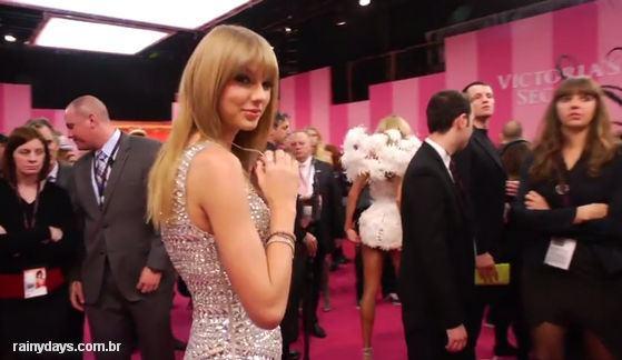 Anjos da Victoria's Secret cantando I Knew You Were Trouble