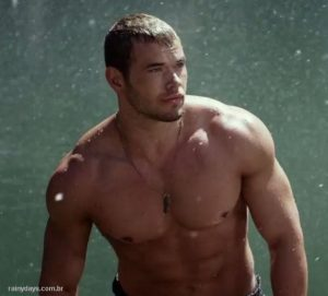 Kellan Lutz Sem Camisa no Trailer de Hercules