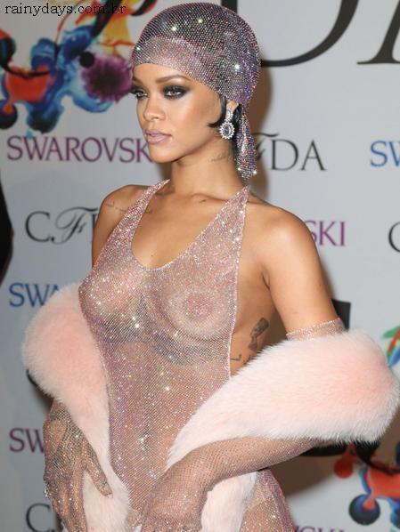 Rihanna Nua no CFDA Awards