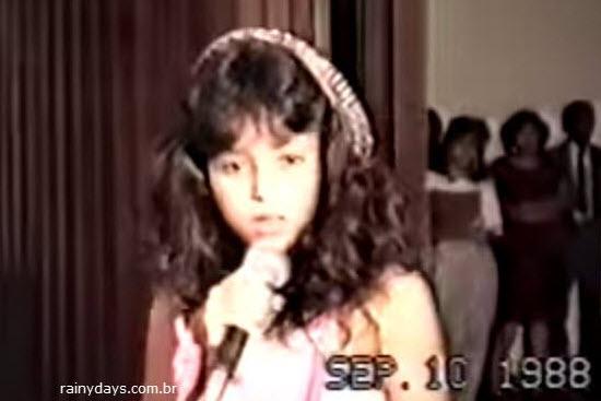 Shakira cantando e dançando com 12 Anos