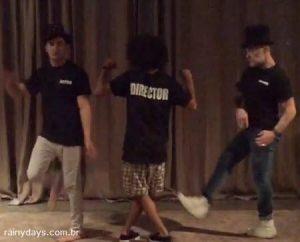 Zac Efron Dançando ao Som de Turn Down for What