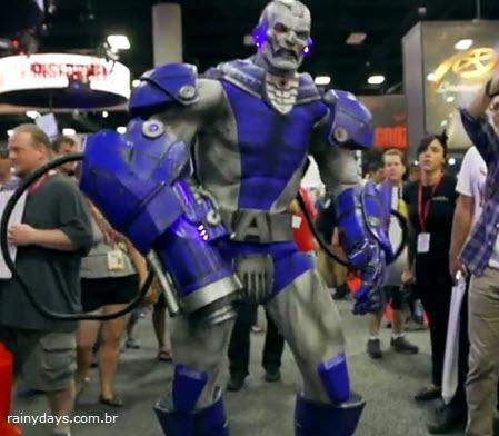 Cosplay da Comic-Con 2014 em Vídeo de Música