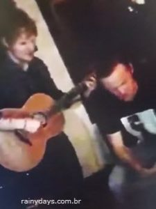 Wayne Rooney cantando com Ed Sheeran