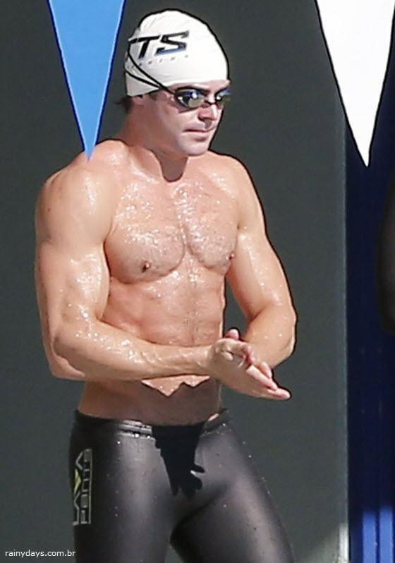 Zac Efron mostra corpo sarado 3