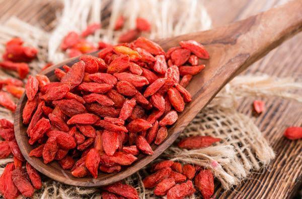 Goji Berry em fruta ou em cápsula, qual é o melhor?