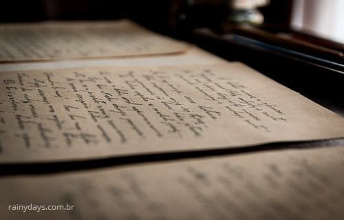 Livro antigo com escritos, como escreve imóvel a venda ou à venda?