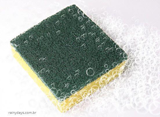 Como limpar esponja de cozinha corretamente