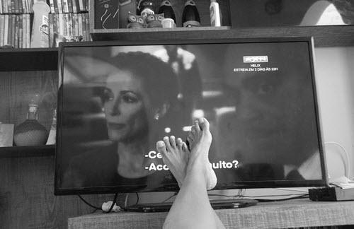 Televisão com filme legendado, como tirar a legenda da TV desativar Closed Caption