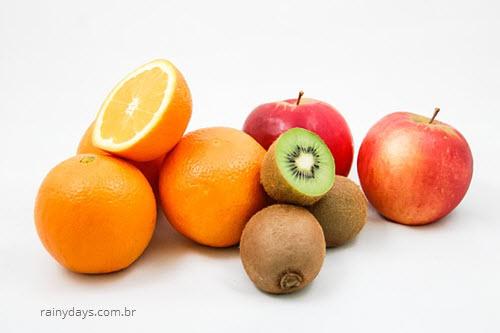 Frutas da estação outono, maçã, laranja, kiwi