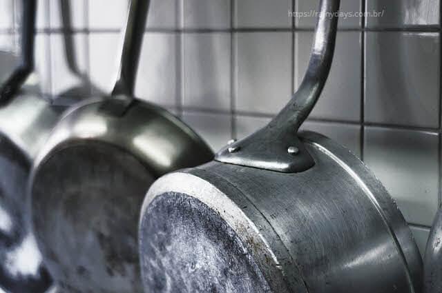 Cozinhar na panela de alumínio causa Alzheimer?